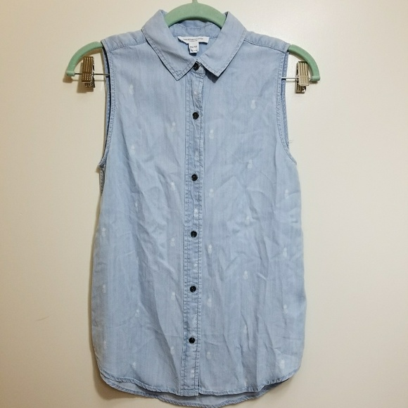 e5541ce524 Beach Lunch Lounge Chambray Pineapple Top. M_5a45ac1536b9dea8ce0f5e29